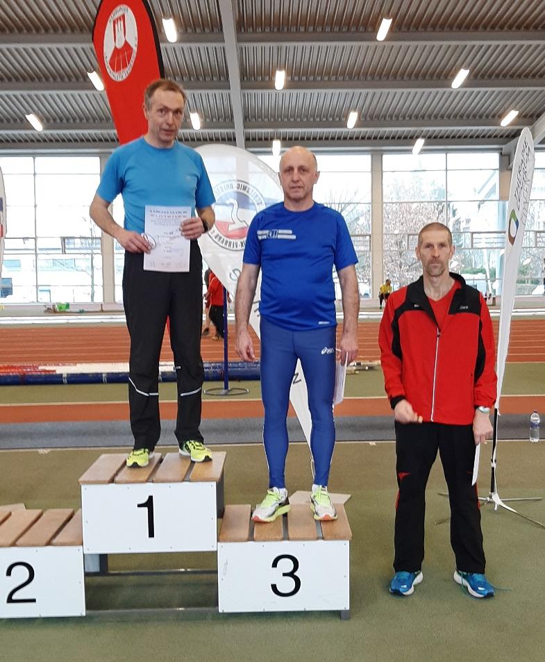 Doppelsieger Uwe Boll, hier bei der Siegerehrung für den 200m-Lauf